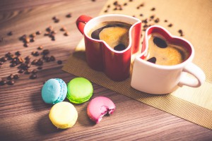 coffee-in-heart-cups-and-sweet-yummy-macarons-picjumbo-com